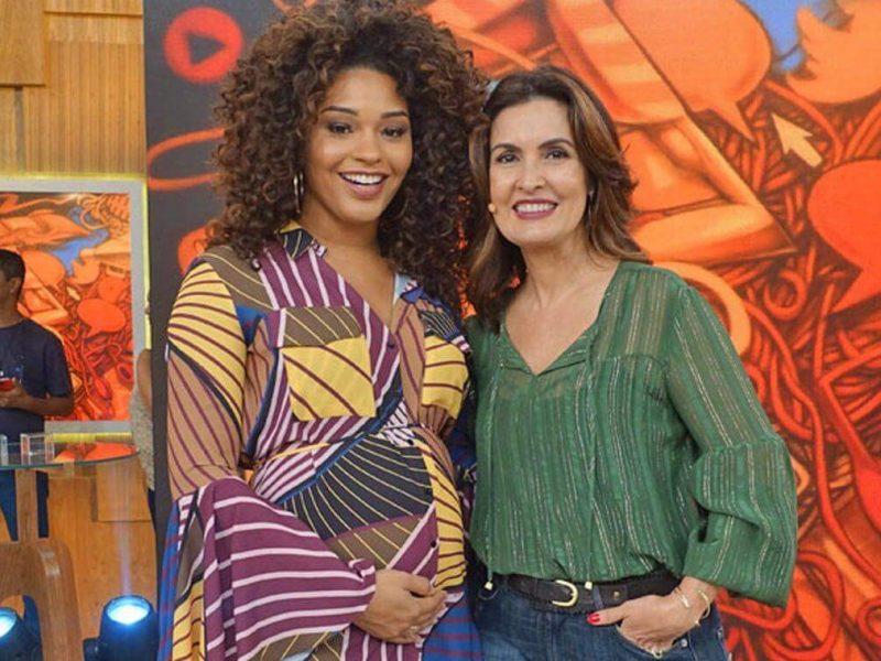 Juliana Alves ao lado de Fátima Bernardes