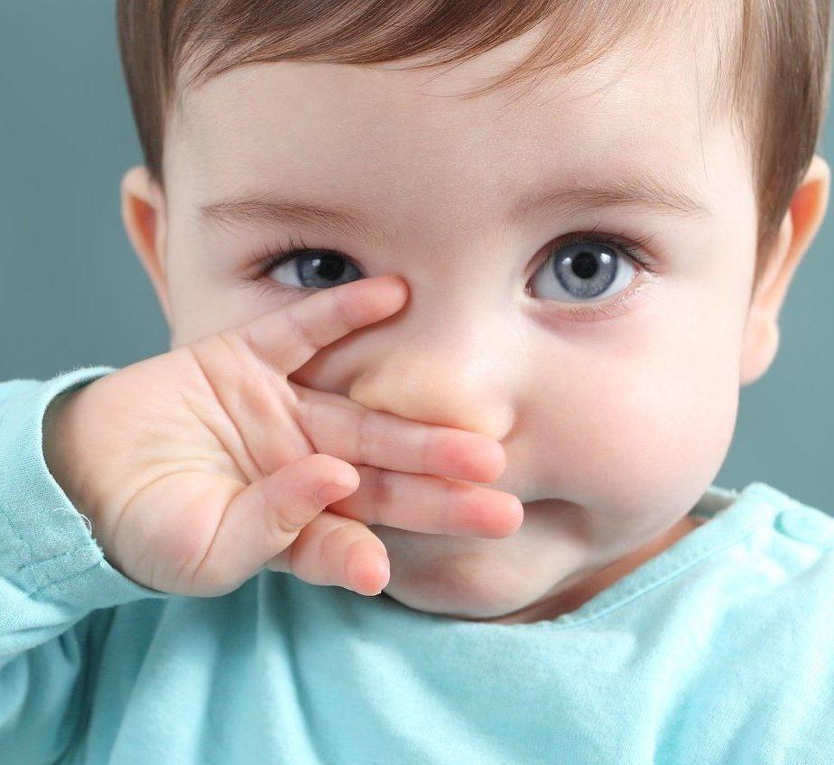 lavar o nariz do bebê