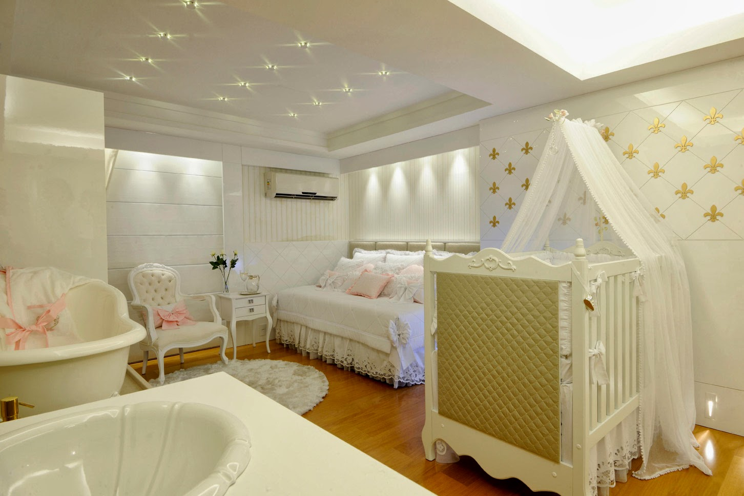 Quarto De Beb Branco Cl Ssico Traz Luxo Para Decora O Unissex ~ Quarto Do Bebe Menina Com Quarto De Bebe De Luxo